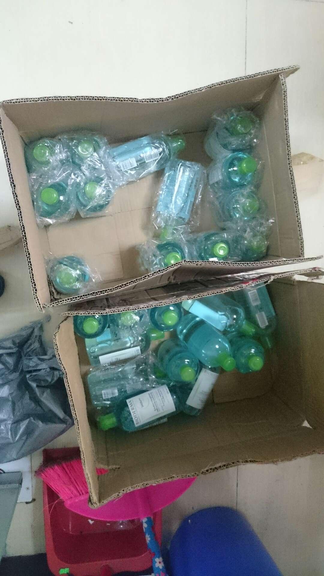 """在唐某位于广东市内的办公室,警方查获的假冒""""贝德玛""""牌卸妆水 (2)"""