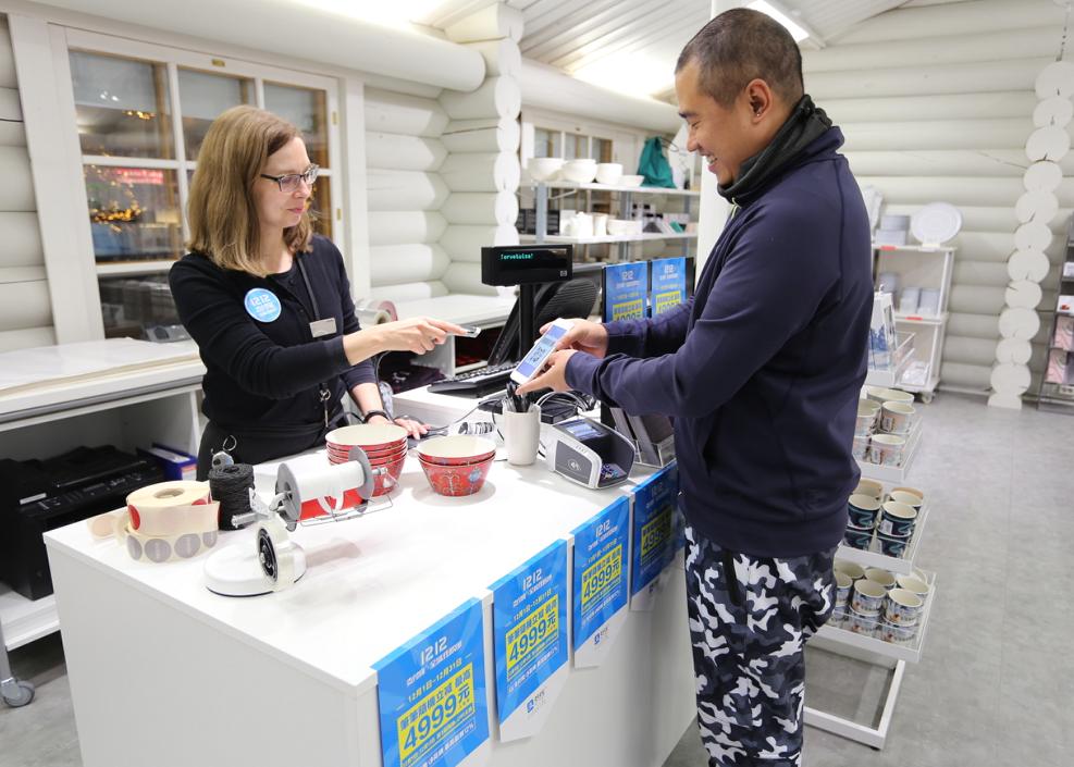 配图:海外商家在使用支付宝收款