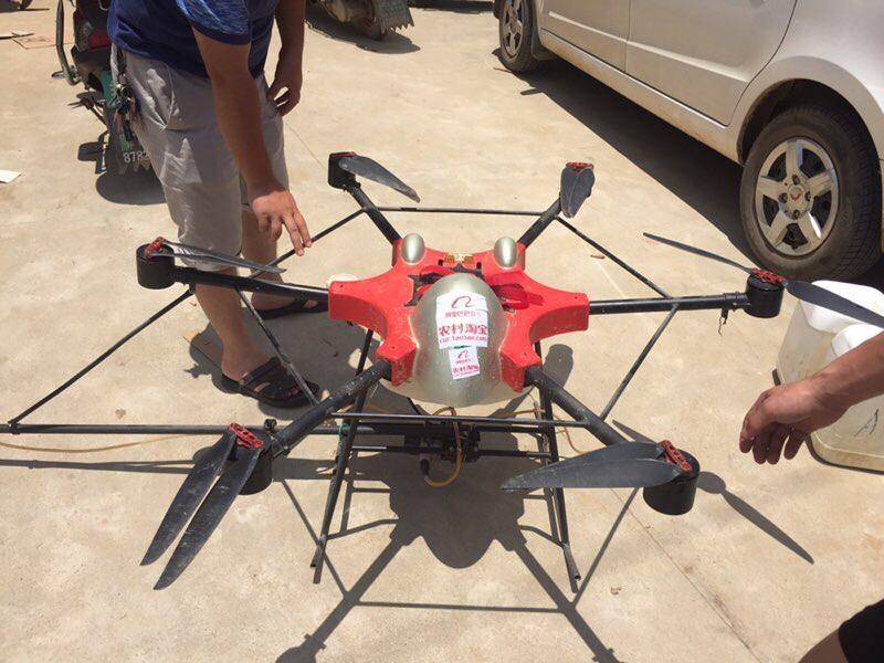 在重灾区湖南宁乡县,农村淘宝将联合无人机厂家,派出专业无人机喷洒消毒,与230余名村小二共同协助当地政府,开展灾后防疫工作。