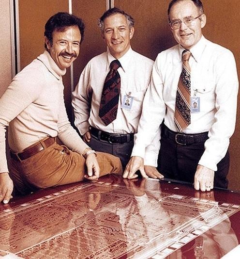 英特尔创始人Robert Noyce和Gordon Moore