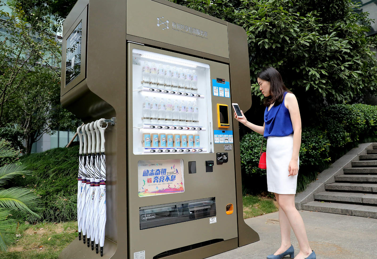 共享信用服务亭里,市民凭信用可买东西、借东西、办政务服务等_meitu_1