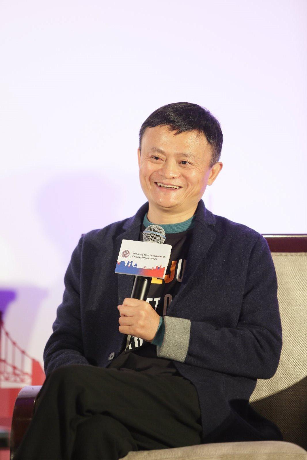 阿里巴巴董事局主席马云在活动现场,呼吁企业为年轻人创造更多机会_meitu_2