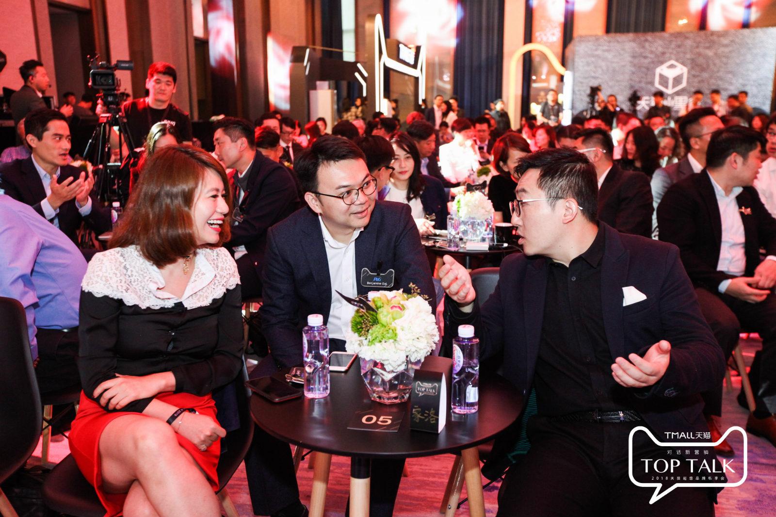 图说:天猫平台营运事业部总经理家洛向品牌方介绍新零售的新玩法_meitu_5