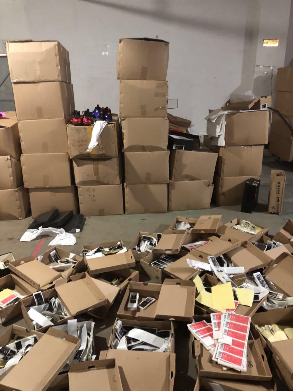 2018年3月16日,淮安警方端掉李某在东莞万江区某处用来贮存假成品鞋、鞋盒、标签的仓库