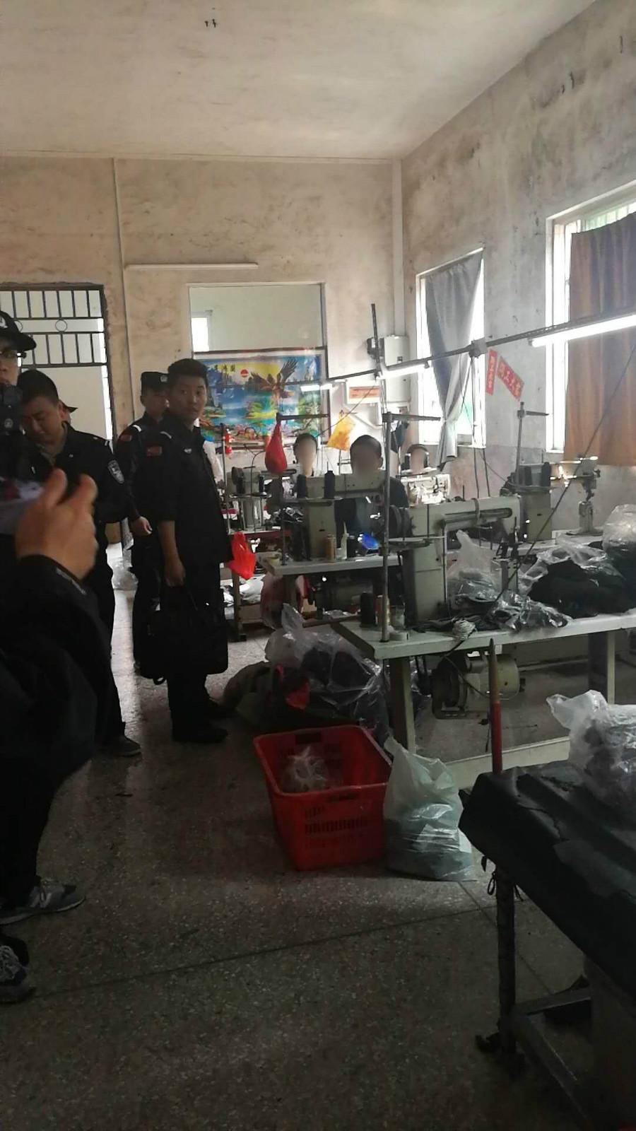 2018年3月16日,淮安警方在东莞万江区端掉为李某加工假鞋面的厂房。_meitu_1