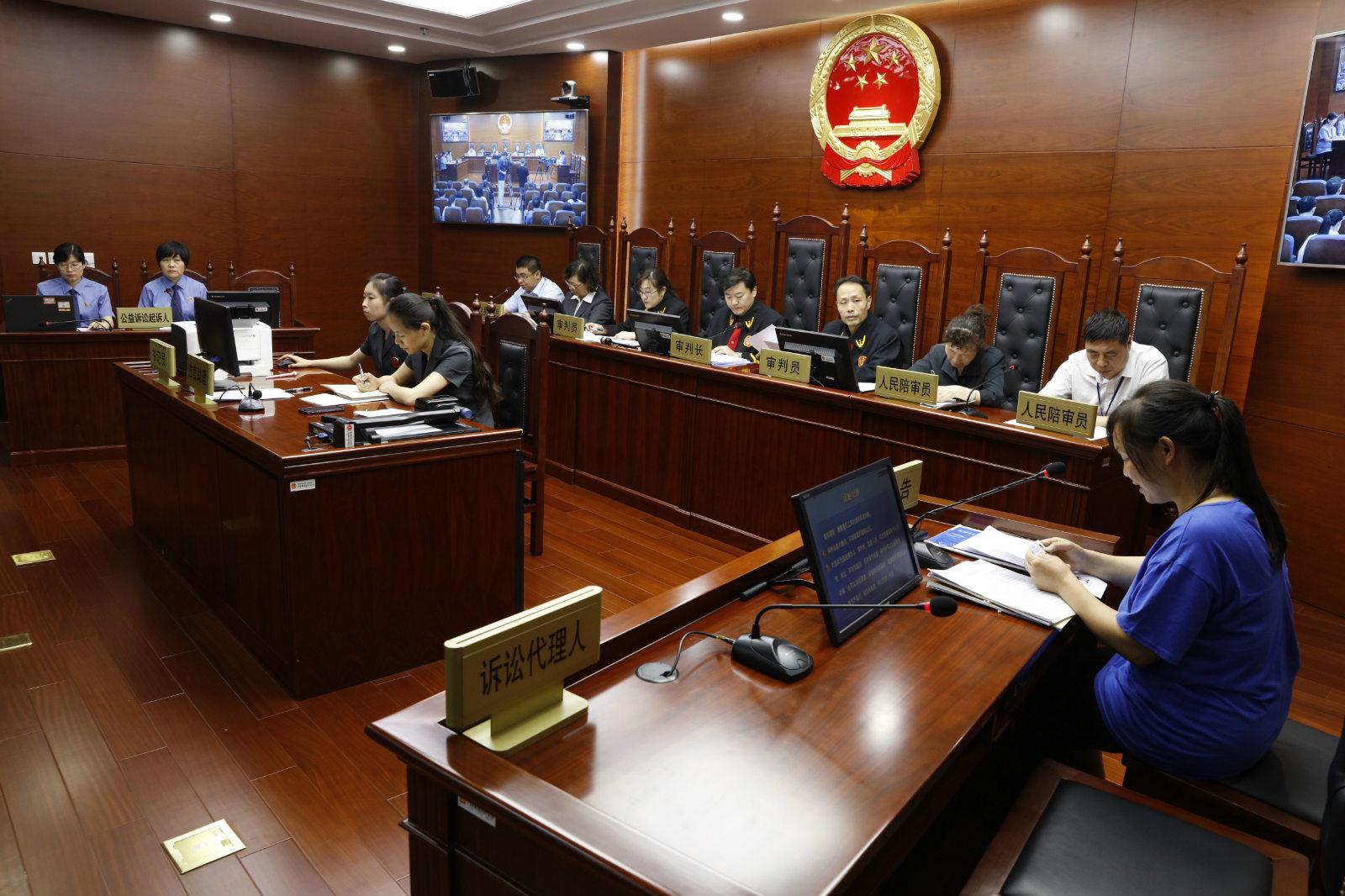 图说:5月16日,北京首例检方提起的打假公益诉讼在北京市四中院开庭审理。_meitu_3