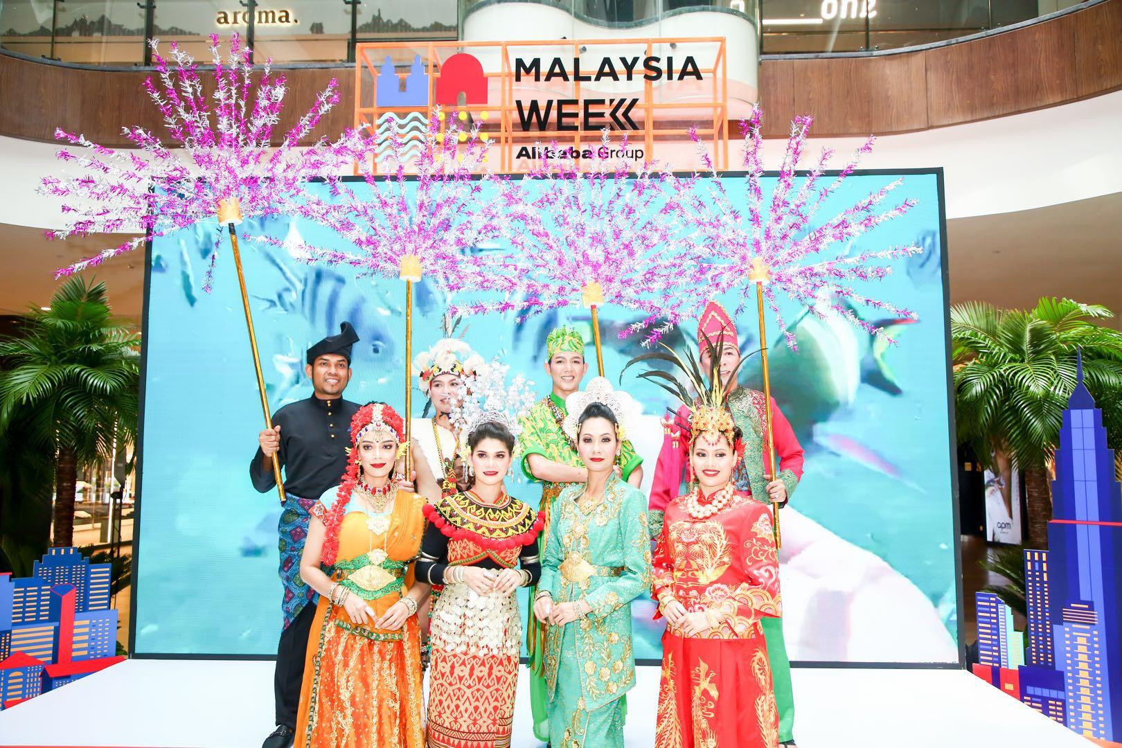 """阿里巴巴举办""""马来西亚国家周"""",菜鸟把100万个大马榴莲月饼运中国"""