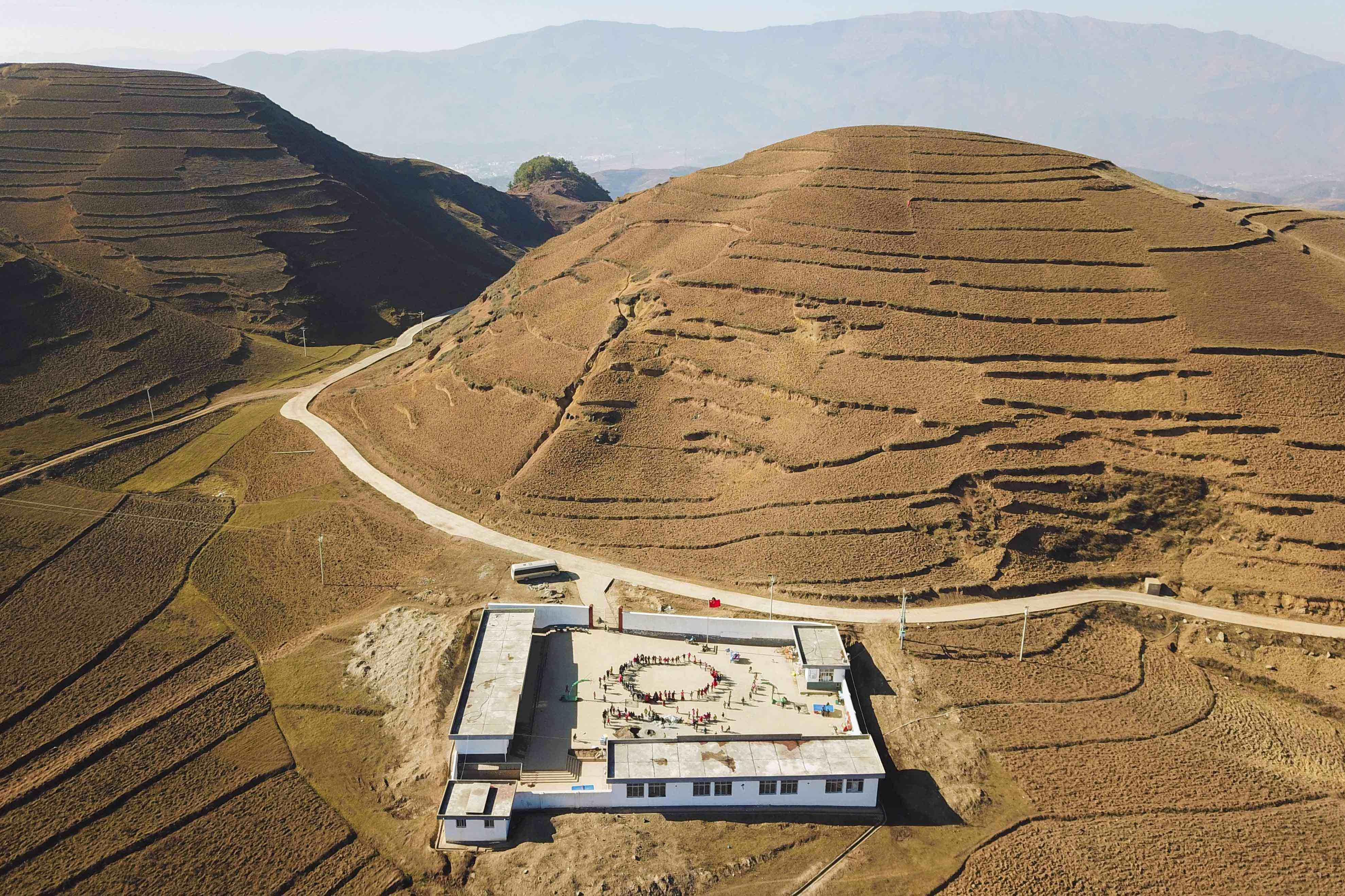 2017年12月31日,四川昭觉,被群山环绕的瓦吾教学点,这是去年9月刚刚搬进了新教室。
