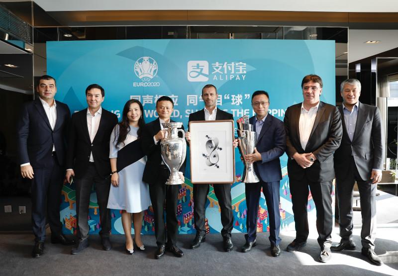 11月9日,支付宝成为欧足联全球合作伙伴,未来,支付宝和足球一样都是世界语言_meitu_4