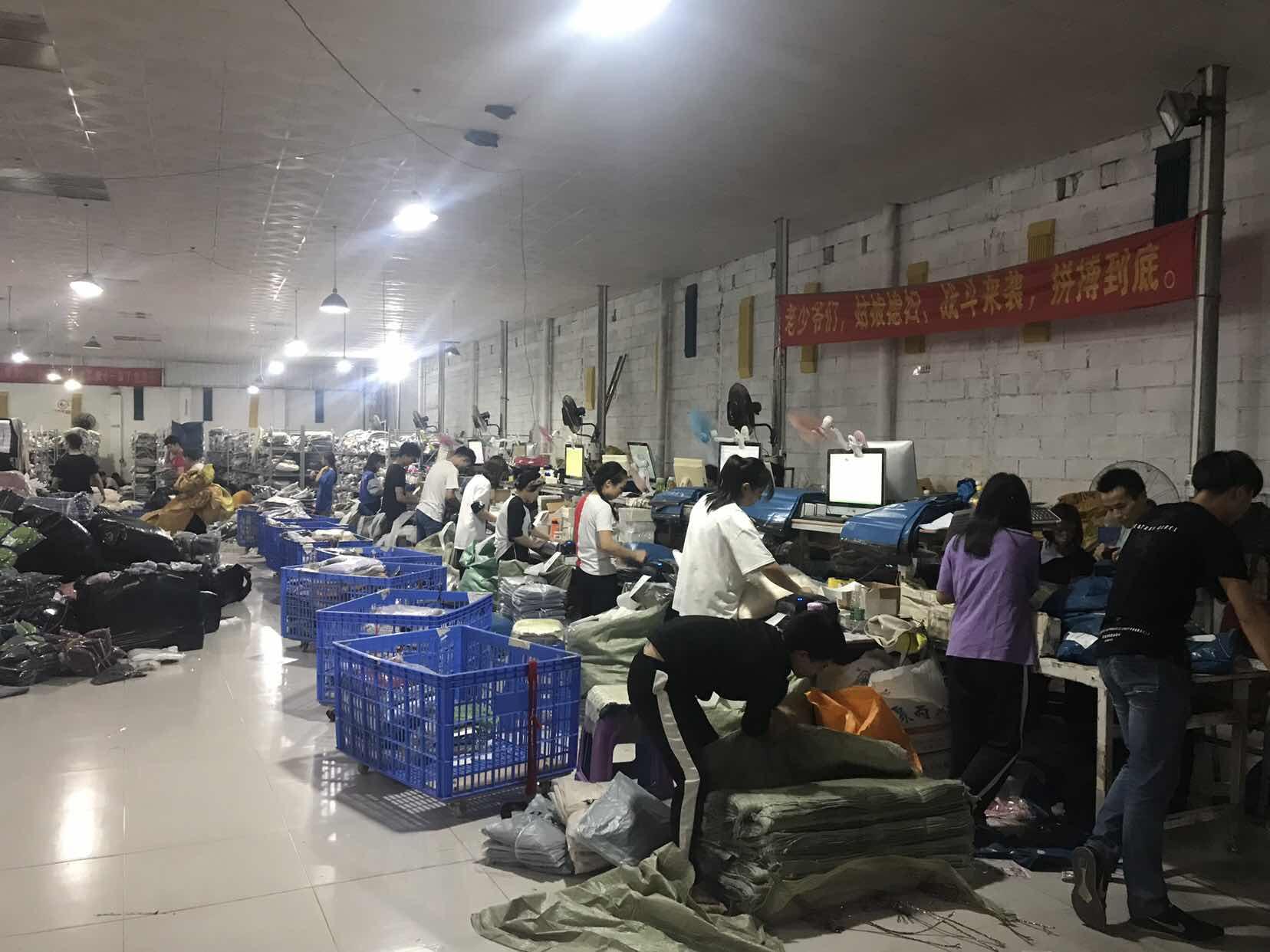 图说:双11上午,王明的仓库已经开始忙碌起来