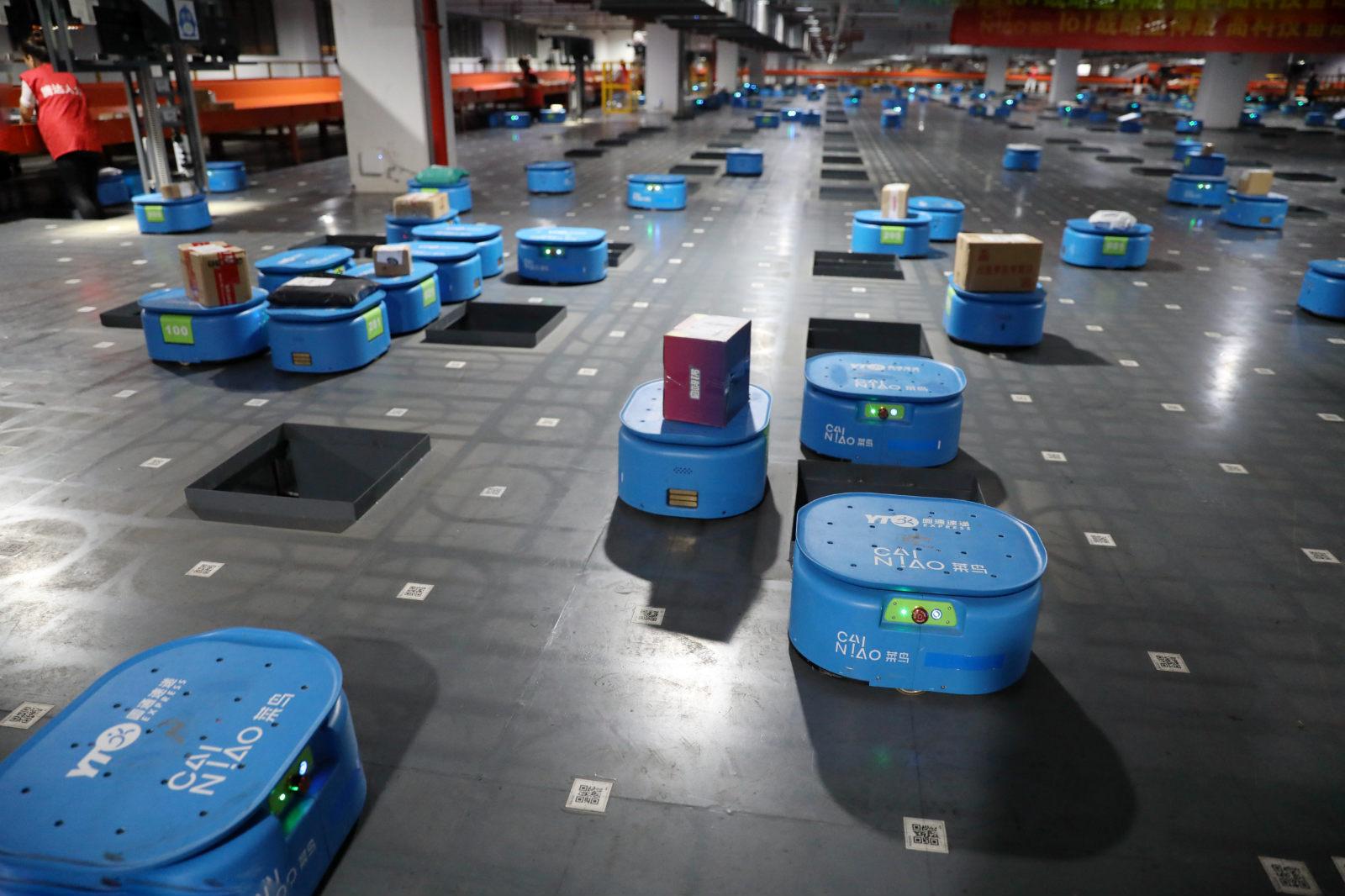 菜鸟超级机器人分拨中心内, 350台机器人每天可分拣超过50万个包裹_meitu_10