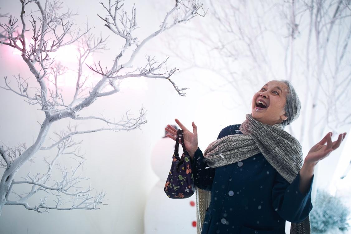 22度的雪让一位汕头老人十分欣喜