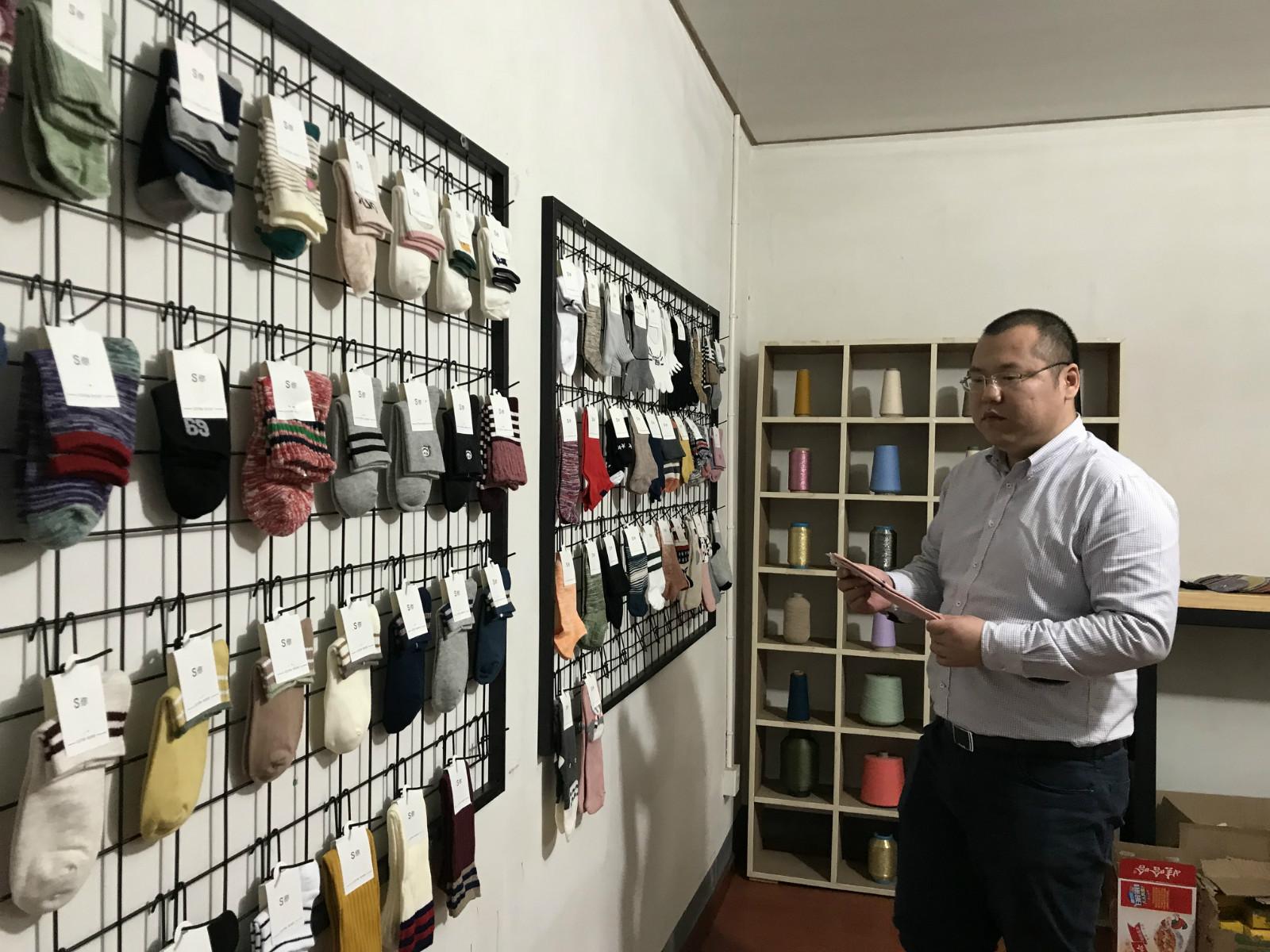 图说:80后创业者杨钢泽,积极拥抱淘宝天天特卖升级供应链,成为行业内颇具竞争力的头部商家_meitu_1